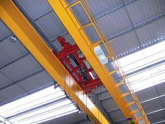 Mostové jeřáby GIGA - mostový jeřáb dvounosníkový GDMJ 2x5t:25,5m s lanovou stabilizaci na magnetové traverse