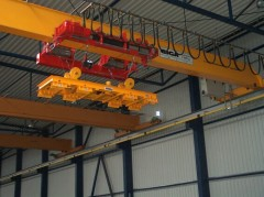 Mostový jeřáb GJMJ 4,4t magnetový s lanovou stabilizaci