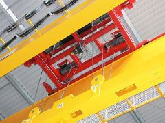 Lanové klladkostroje GIGA - kladkostroj s lanovou stabilizaci na magnetové traverse